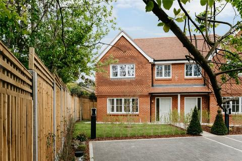 3 bedroom semi-detached house for sale - Woodlark Way, Headley, Hampshire, GU35