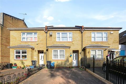 3 bedroom terraced house to rent - Sylvan Road, London, E11