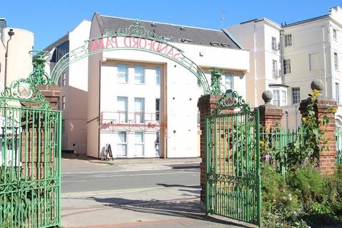 2 bedroom flat to rent - Berkeley Court, High Street, Cheltenham