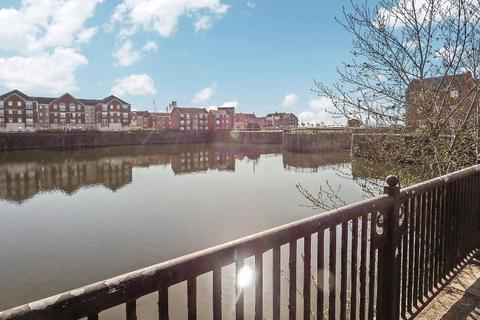2 bedroom apartment for sale - Plimsoll Way, Victoria Dock, Hull, East Yorkshire, HU9 1PW
