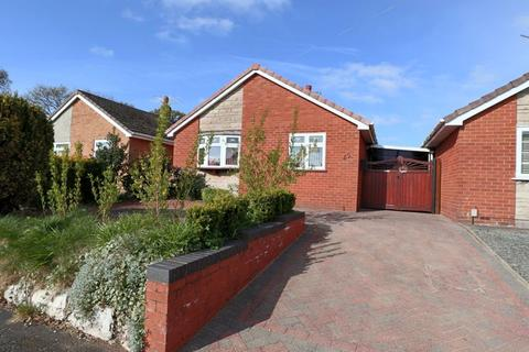 2 bedroom detached bungalow for sale - Heath Gardens, Stone