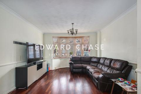 3 bedroom terraced house to rent - Flora Gardens, Romford, RM6