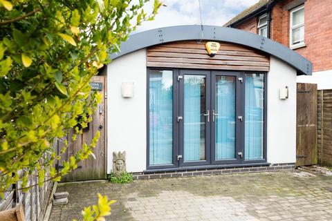 2 bedroom detached bungalow for sale - Ryelands Street, Hereford