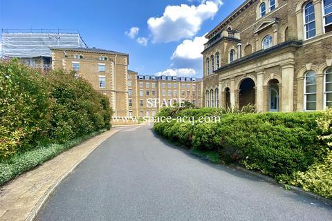 2 bedroom apartment to rent - Princess Park Manor, Royal Drive, London