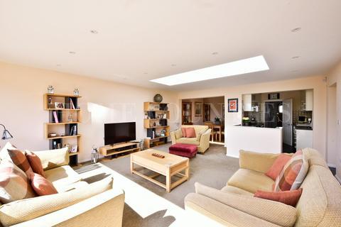 4 bedroom semi-detached house for sale - Southgate Road, Potters Bar, EN6
