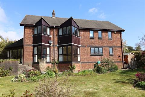 4 bedroom property to rent - Knoll Park, Truro