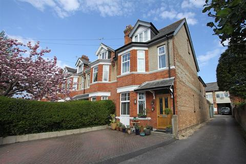 5 bedroom end of terrace house for sale - R L Stevenson Avenue, Bournemouth