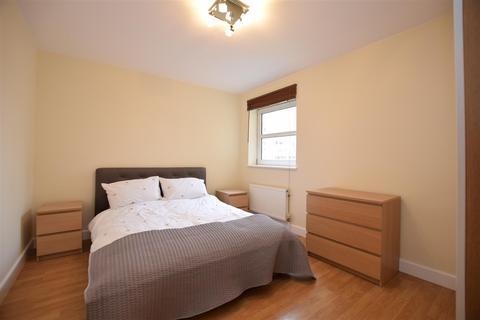 2 bedroom apartment to rent - Cedar Road, Sutton