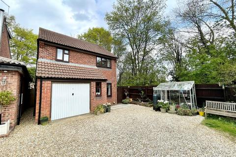 3 bedroom detached house for sale - Lydiard Road, Chippenham
