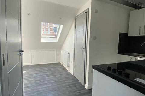 Studio to rent - Green Lanes, London