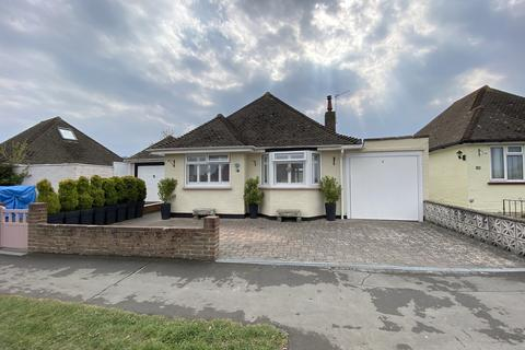 2 bedroom bungalow for sale - Coppice Avenue, Eastbourne, East Sussex, BN20