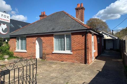 2 bedroom bungalow for sale - Hazel Road, Pennington, Lymington, SO41