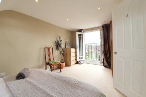 1 bedroom in a flat share to rent - Ackroyd Road Honor Oak SE23