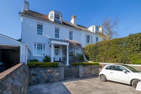 6 bedroom terraced house for sale - St Peter Port