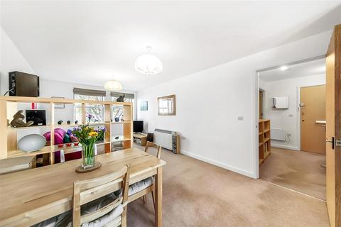 1 bedroom flat for sale - Petworth Street, SW11