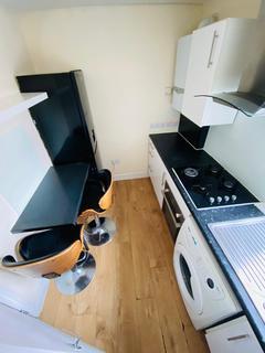 Studio to rent - Mildmay Road, IG1