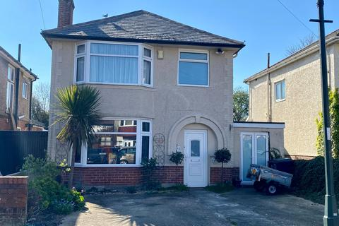 3 bedroom detached house for sale - Southwick Road, Bournemouth, BH6