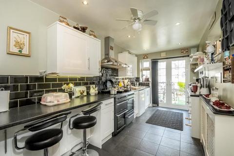 2 bedroom semi-detached house to rent - Landrake Crescent,  Reading,  RG2