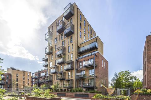 3 bedroom flat for sale - Hallington Court,  Edgware,  HA8
