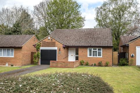 2 bedroom bungalow for sale - Asplands Close, Woburn Sands, Milton Keynes, Buckinghamshire, MK17