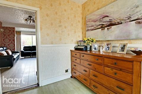 3 bedroom semi-detached house for sale - Brecon Chase, Sheerness