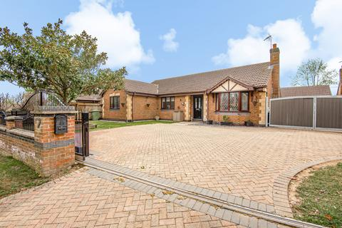 4 bedroom detached bungalow for sale - High Street, Caythorpe, NG32