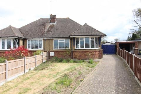 2 bedroom bungalow for sale - CHAIN FREE BUNGALOW on Poplars Close, Luton