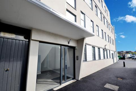 3 bedroom flat for sale - Victoria Road, Horley