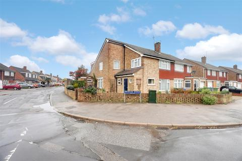 4 bedroom semi-detached house for sale - Adelaide Drive, Sittingbourne