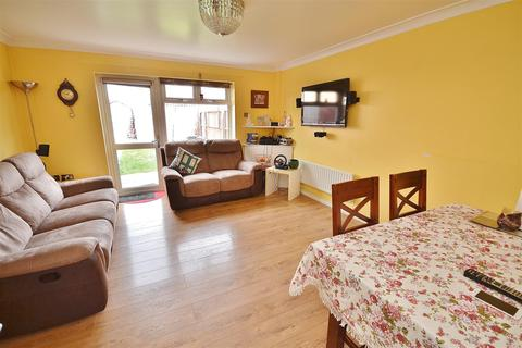 3 bedroom end of terrace house to rent - Fullwell Avenue, Barkingside