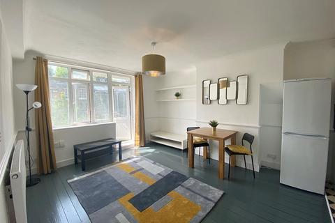2 bedroom flat to rent - Finn House, Bevenden Street, London