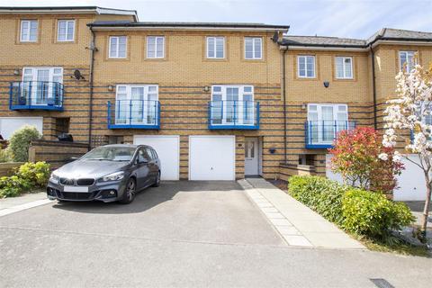 3 bedroom terraced house for sale - Newland Gardens, Hertford