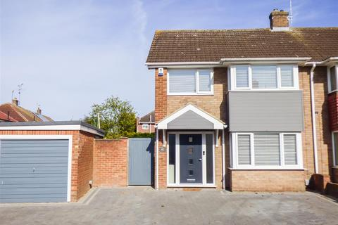 3 bedroom semi-detached house for sale - Windhover Way, Gravesend, Kent