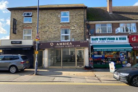 Retail property (high street) to rent - Wrotham Road, Gravesend, Kent