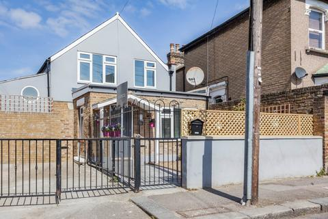 3 bedroom detached house for sale - St. Georges Road, Leyton, E10