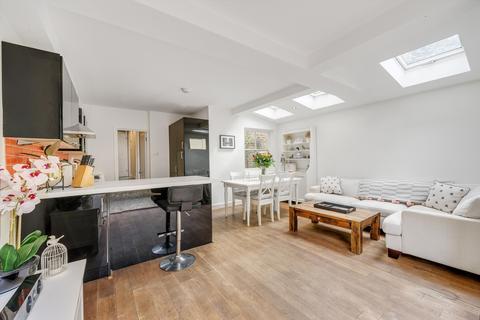 3 bedroom flat for sale - Brassey Square, London, SW11