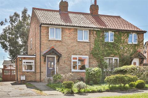 2 bedroom semi-detached house for sale - Hill Crest, Beverley, HU17