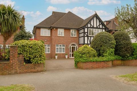 5 bedroom detached house for sale - Coombe Lane West, Kingston upon Thames, KT2