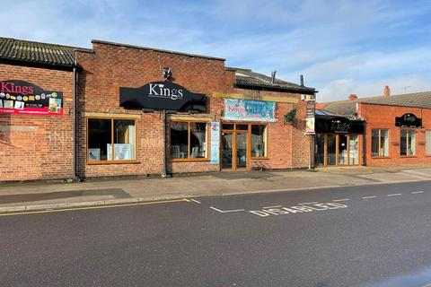 Shop to rent - Beardsalls Row, Retford, Nottinghamshire, DN22 6JX