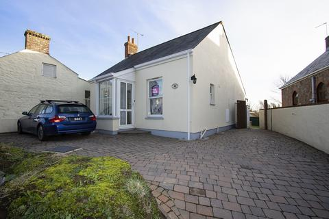 2 bedroom cottage for sale - Le Bourg, Forest, Guernsey, GY8