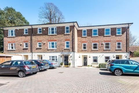 3 bedroom terraced house for sale - Farriers Court, London Road, Horsham, RH12
