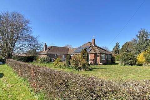 3 bedroom detached house for sale - Sidlesham, Nr Chichester, West Sussex