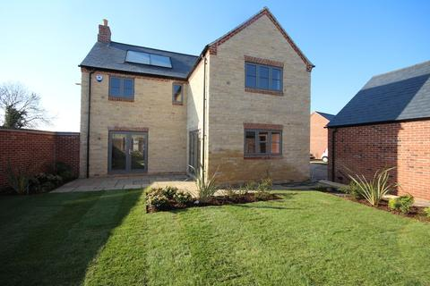 4 bedroom detached house for sale - SHOW HOME