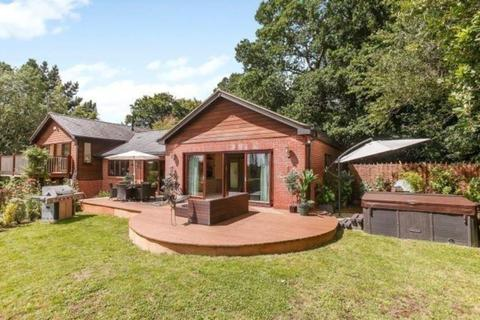 5 bedroom detached house to rent - Widmore Lane, Sonning Common