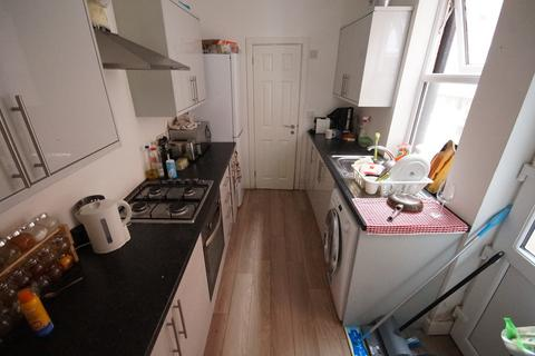 4 bedroom terraced house to rent - Harley Street, Stoke, Coventry