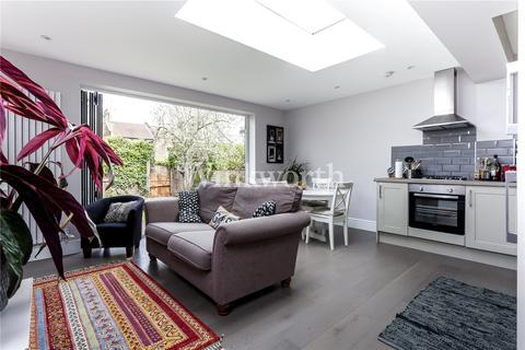3 bedroom flat for sale - Raleigh Road, Harringay Ladder, London, N8