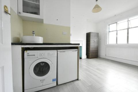 1 bedroom apartment to rent - Bedsit To Let In Thornton Heath