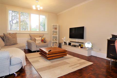 2 bedroom property to rent - Marryatt Court, Ealing
