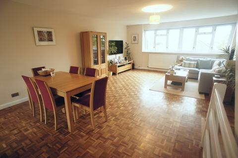 3 bedroom townhouse to rent - Arabia Close, Chingford, London