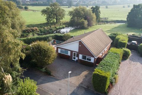 3 bedroom bungalow for sale - Riverway, Stone